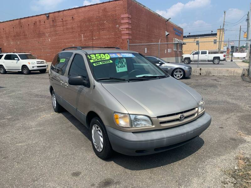 2000 Toyota Sienna for sale at LINDER'S AUTO SALES in Gastonia NC