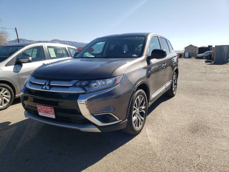 2018 Mitsubishi Outlander for sale at Bickham Used Cars in Alamogordo NM