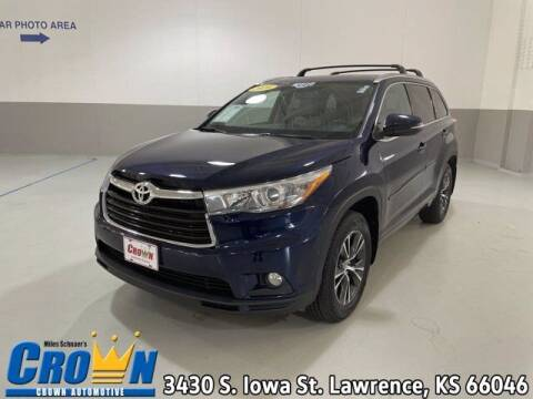 2016 Toyota Highlander for sale at Crown Automotive of Lawrence Kansas in Lawrence KS