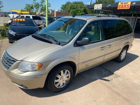 2005 Chrysler Town and Country for sale at Cash Car Outlet in Mckinney TX