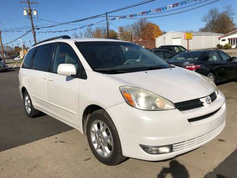 2005 Toyota Sienna for sale at Wise Investments Auto Sales in Sellersburg IN