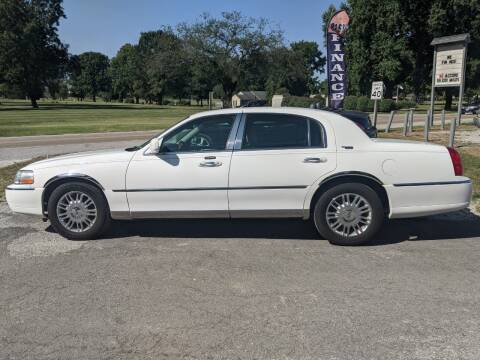 2009 Lincoln Town Car for sale at AUTO PROS SALES AND SERVICE in Belleville IL