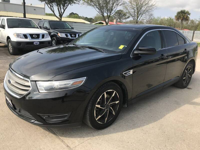 2014 Ford Taurus for sale at AMIGO USED CARS in Houston TX