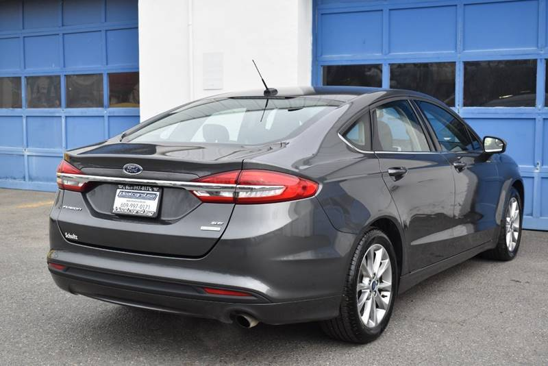 2017 Ford Fusion SE 4dr Sedan full