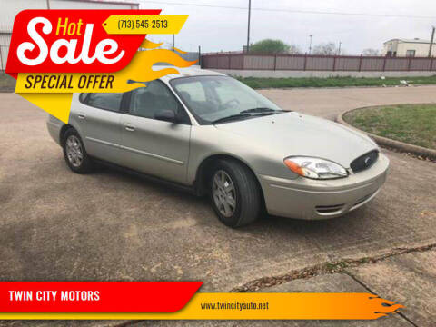 2005 Ford Taurus for sale at TWIN CITY MOTORS in Houston TX