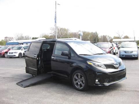 2019 Toyota Sienna for sale at AUTOFARM MINIVAN SUPERSTORE in Middletown IN