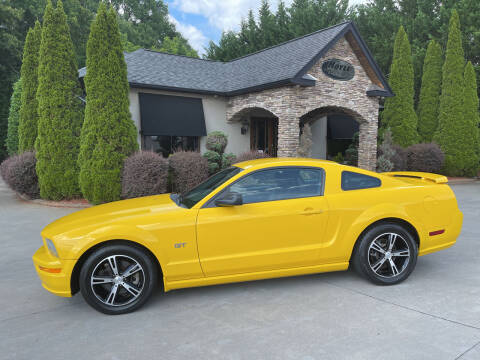 2005 Ford Mustang for sale at Hoyle Auto Sales in Taylorsville NC