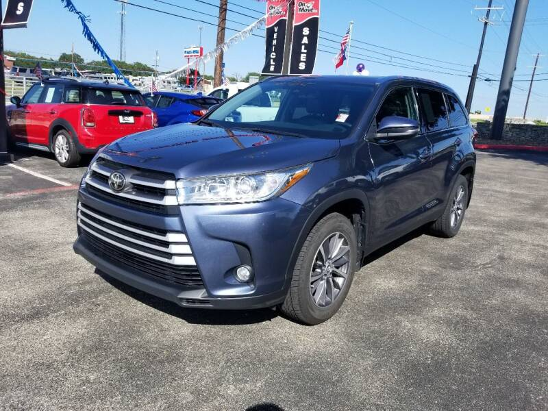 2019 Toyota Highlander for sale at ON THE MOVE INC in Boerne TX