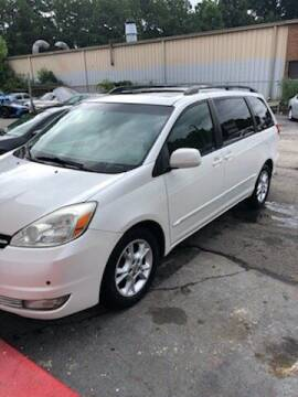2004 Toyota Sienna for sale at LAKE CITY AUTO SALES in Forest Park GA