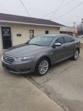 2013 Ford Taurus for sale at Adan Auto Credit in Effingham IL