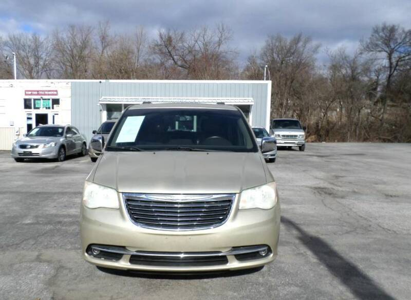 2011 Chrysler Town and Country for sale at XXX Kar Mart in York PA