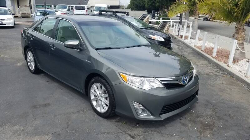 2012 Toyota Camry Hybrid for sale at In-House Auto Finance in Hawthorne CA