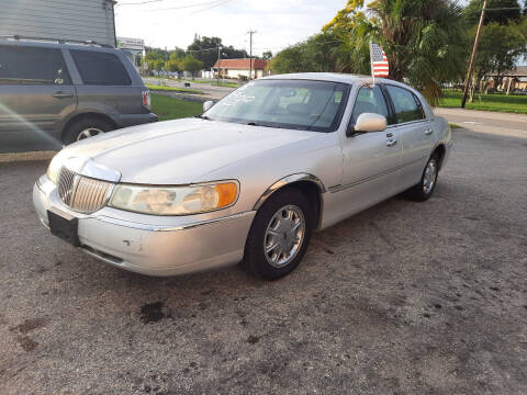 2002 Lincoln Town Car for sale at Boats And Cars in Palmetto FL