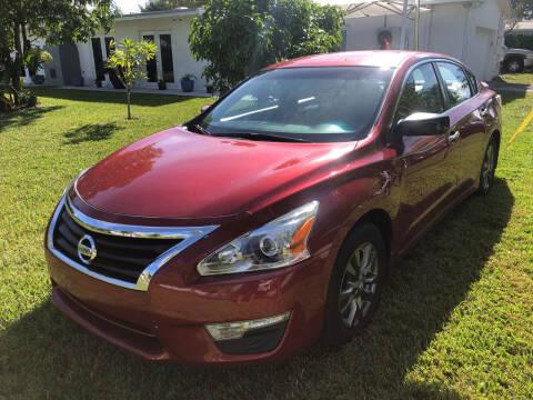 2015 Nissan Altima for sale at Global Motors in Hialeah FL