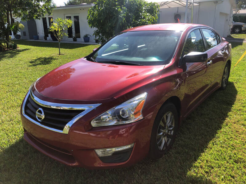 2015 Nissan Altima for sale at Global Motors in Hialeah FL