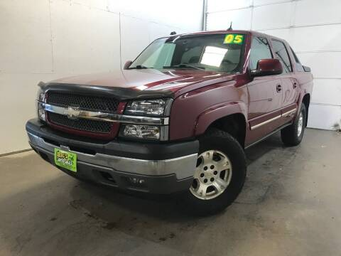 2005 Chevrolet Avalanche for sale at Frogs Auto Sales in Clinton IA