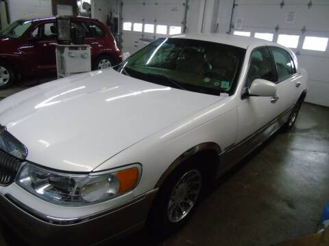 2000 Lincoln Town Car for sale at C&C AUTO SALES INC in Charles City IA