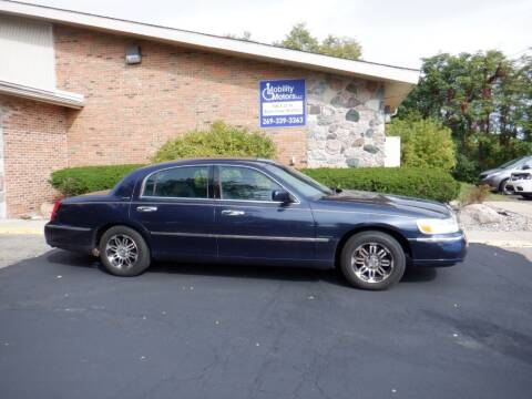 2001 Lincoln Town Car for sale at Mobility Motors LLC - Cars in Battle Creek MI