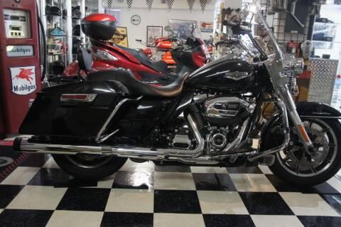 2018 Harley-Davidson FLHRI  ROAD KING for sale at Dream Machines USA in Lantana FL