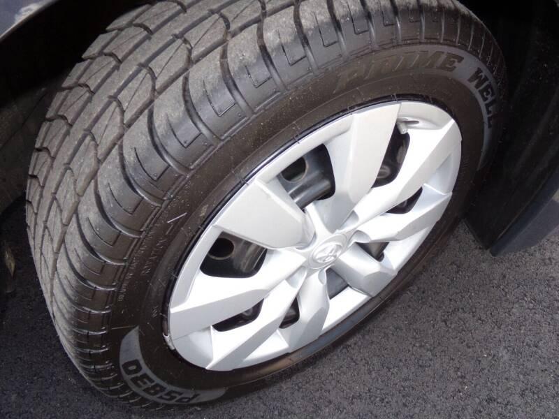 2014 Toyota Corolla LE 4dr Sedan - Oconomowoc WI