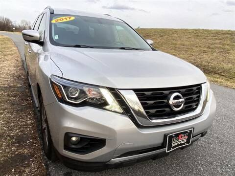 2017 Nissan Pathfinder for sale at Mr. Car City in Brentwood MD