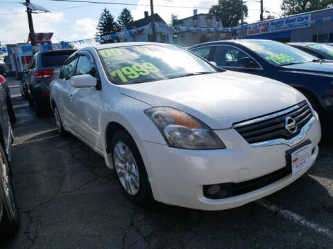 2009 Nissan Altima for sale at M & R Auto Sales INC. in North Plainfield NJ