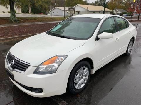 2009 Nissan Altima for sale at Diana Rico LLC in Dalton GA