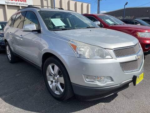 2012 Chevrolet Traverse for sale at New Wave Auto Brokers & Sales in Denver CO
