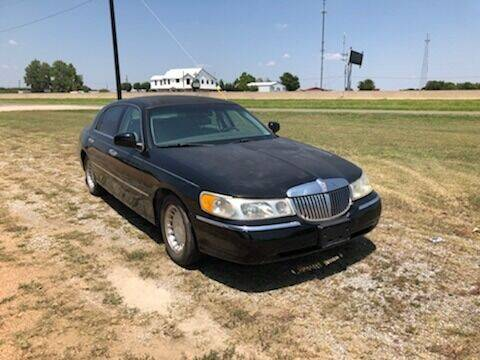 2001 Lincoln Town Car for sale at CAVENDER MOTORS in Van Alstyne TX