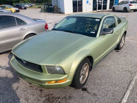 2005 Ford Mustang for sale at UpCountry Motors in Taylors SC