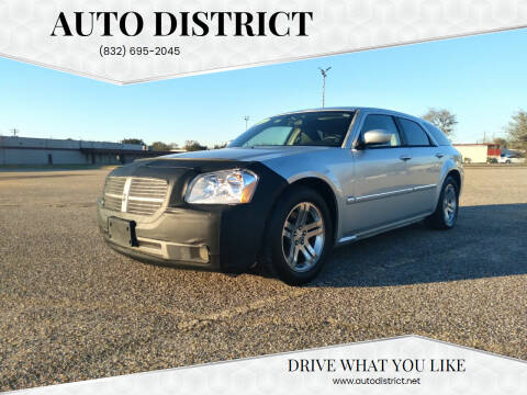 2005 Dodge Magnum for sale at Auto District in Baytown TX