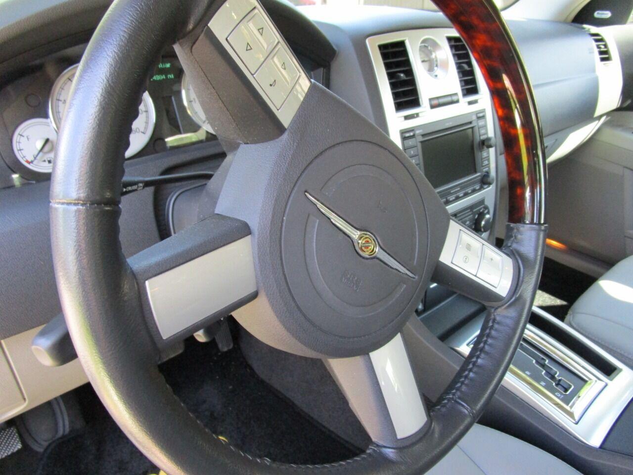 2006 Chrysler 300 44