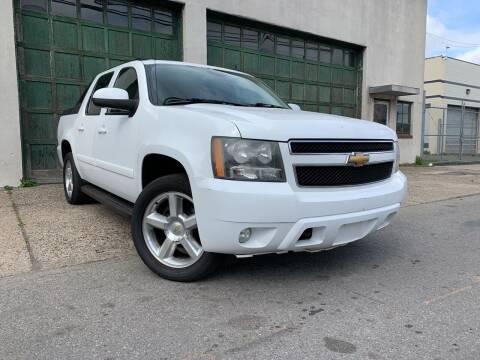 2007 Chevrolet Avalanche for sale at Illinois Auto Sales in Paterson NJ