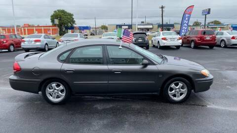 2004 Ford Taurus for sale at Traditional Autos in Dallas TX