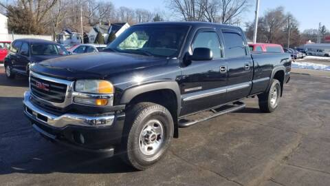2005 GMC Sierra 2500HD for sale at Advantage Auto Sales & Imports Inc in Loves Park IL