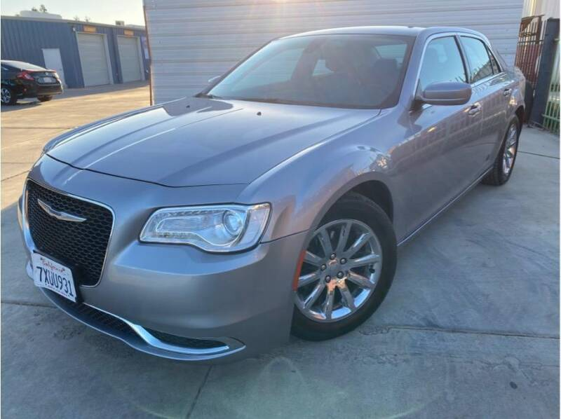 2018 Chrysler 300 for sale at MADERA CAR CONNECTION in Madera CA
