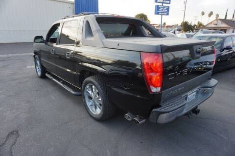 2004 Chevrolet Avalanche for sale at Thomas Auto Sales in Manteca CA