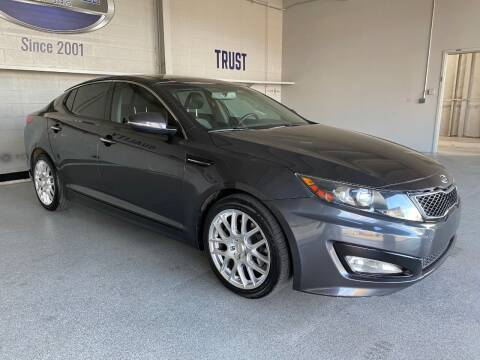 2011 Kia Optima for sale at TANQUE VERDE MOTORS in Tucson AZ