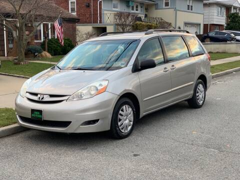 2007 Toyota Sienna for sale at Reis Motors LLC in Lawrence NY
