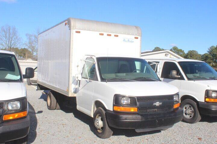 2005 Chevrolet Express Cutaway for sale at Vehicle Network - Auto Connection 210 LLC in Angier, NC