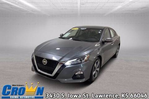 2019 Nissan Altima for sale at Crown Automotive of Lawrence Kansas in Lawrence KS