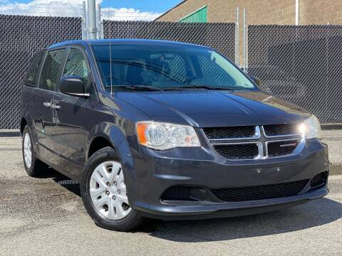 2014 Dodge Grand Caravan for sale at Illinois Auto Sales in Paterson NJ