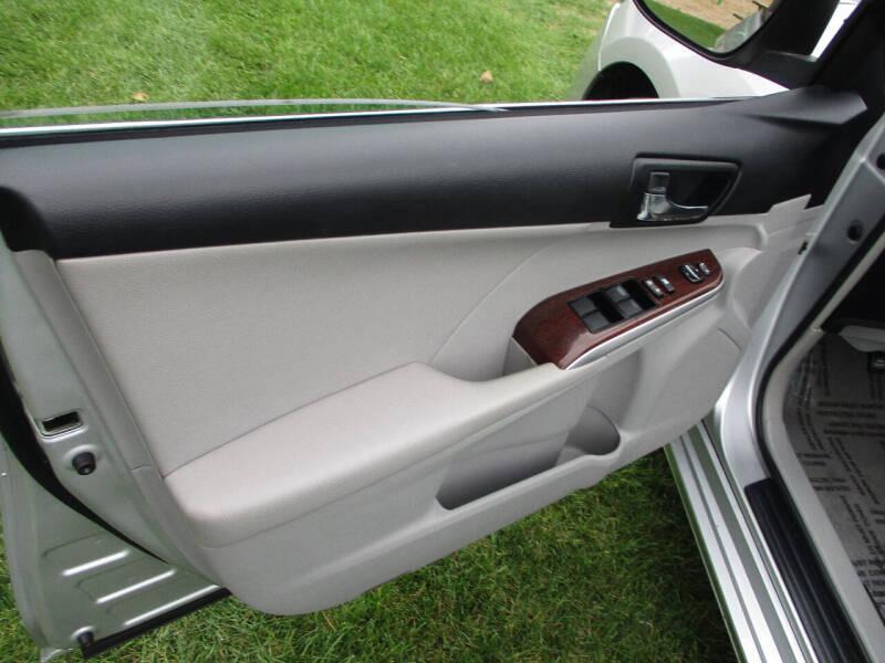 2012 Toyota Camry XLE 4dr Sedan - Elgin IL