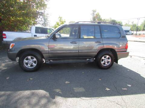 2000 Toyota Land Cruiser for sale at Nutmeg Auto Wholesalers Inc in East Hartford CT