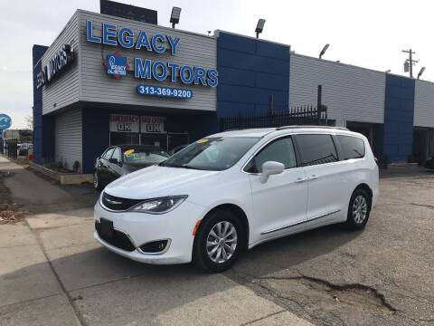 2017 Chrysler Pacifica for sale at Legacy Motors in Detroit MI