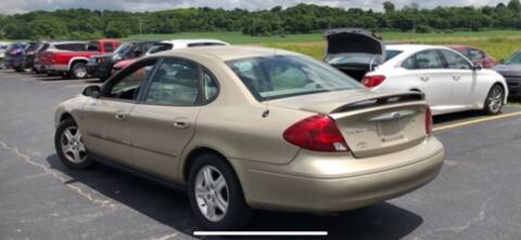 2001 Ford Taurus for sale at VICTORY LANE AUTO in Raymore MO