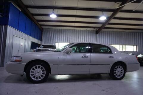 2007 Lincoln Town Car for sale at SOUTHWEST AUTO CENTER INC in Houston TX