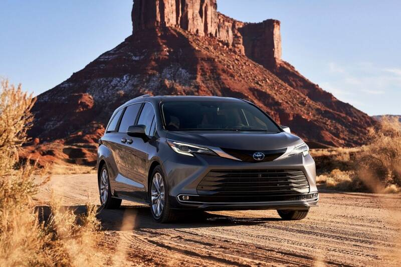 2021 Toyota Sienna for sale at Diamante Leasing in Brooklyn NY