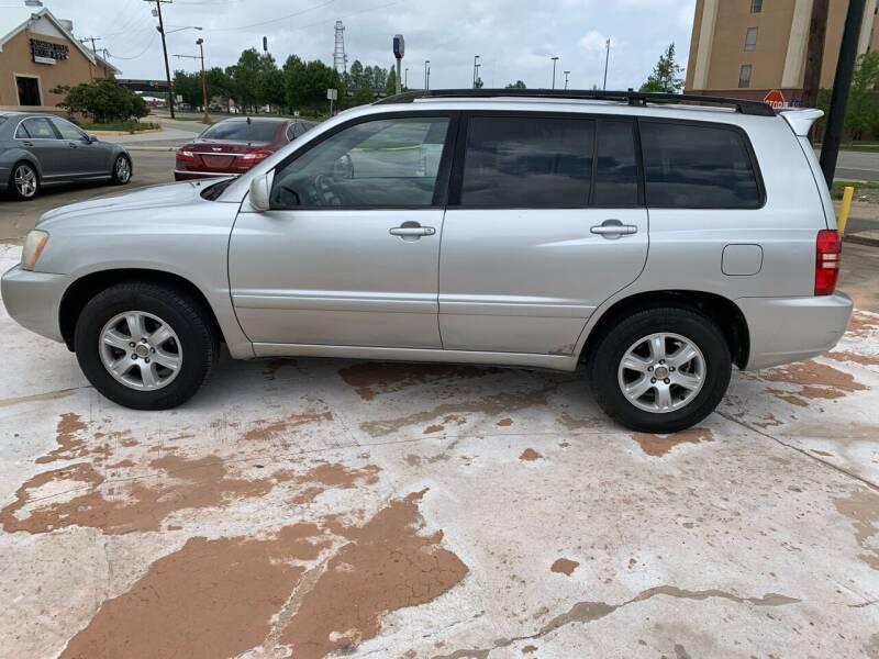 2002 Toyota Highlander for sale at Uncle Ronnie's Auto LLC in Houma LA
