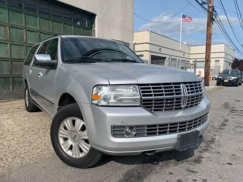 2013 Lincoln Navigator L for sale at Illinois Auto Sales in Paterson NJ
